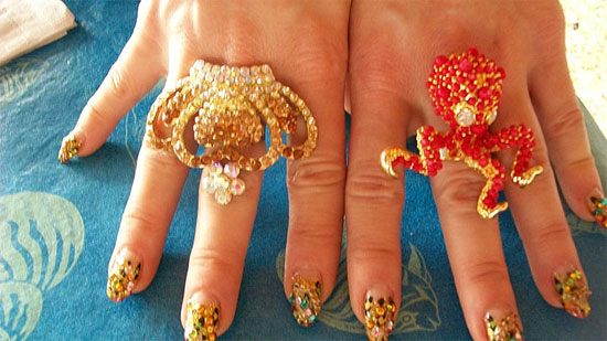 Dirty's bling was on her tips - actual CHAIN set into her nails.  The rings were nice too!  ©Trixie Little