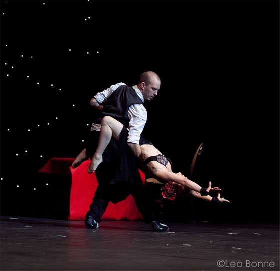 """Kelly Ann Doll thrills the audience with an """"insane level of skill and her intense delivery""""...  (©Leo Bonne)"""