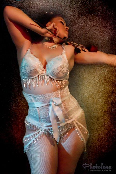 Miss Miah of Montreal's Blue Light Burlesque  (©Olena Sullivan, Photolena www.photolena.ca)