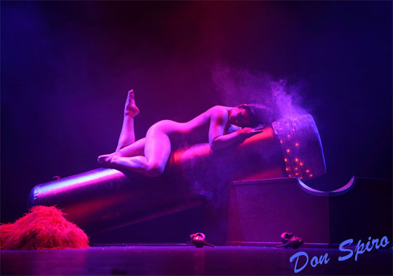 Roxi performs her winning number, 'The Smoking Cigar'. (©Don Spiro)