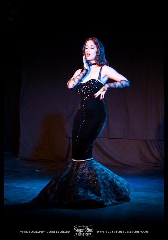 Miss La Vida opens the Friday night show.  ©John Leonard